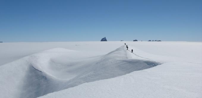 厳寒の極地800kmを人力で競う南 ...
